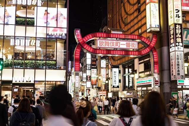 歌舞伎町の繁華街の写真