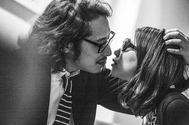 男女のキス写真